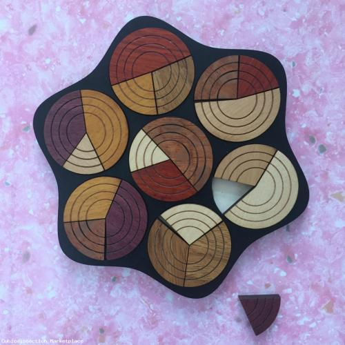 Circle tray packing puzzle