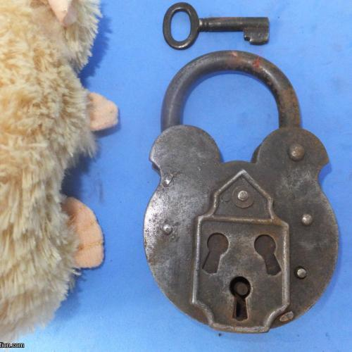 Trick Padlock #30 Three key holes?